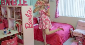 32c213d241 Η 30χρονη Azusa ξόδεψε 55.000 λίρες για να κάνει το σπίτι της σαν της  Barbie.